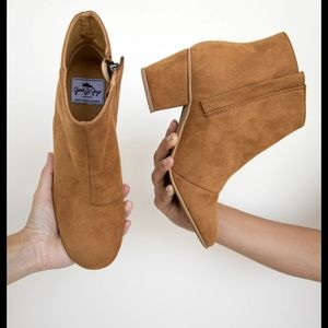 Ankle vegan boots